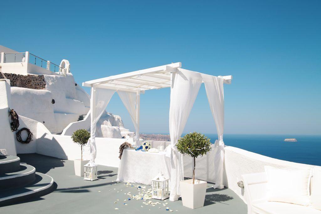 Decoración nupcial en Santorini, Grecia.